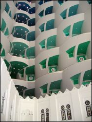 Burj Al-Arab : Upwards from the middle of the atrium